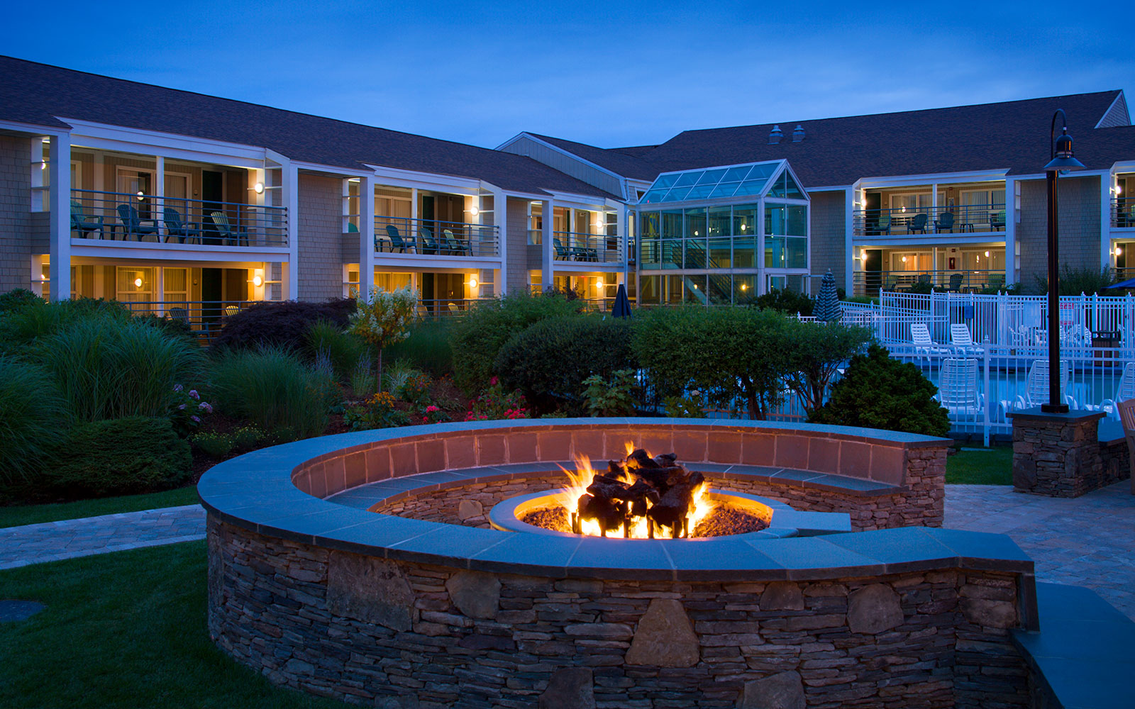 Cape Cod Hotels >> Luxury Cape Cod Waterfront Hotel - Hyannis Harbor Hotel